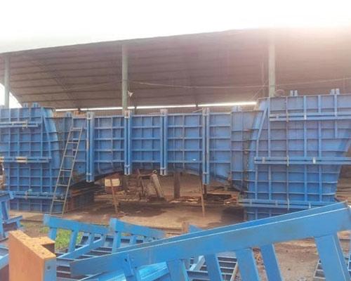 桥梁钢模板厂家的桥梁钢模板不同安装方式有何特点?